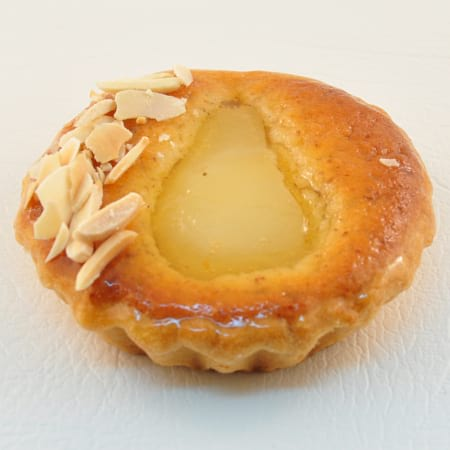 Individual pear and almond flan